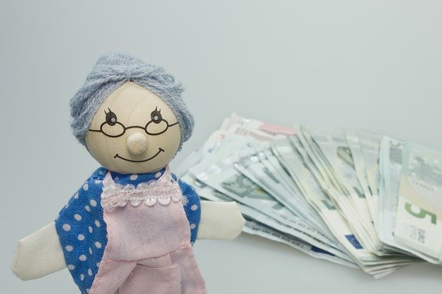 Puppe Großmutter Bargeld