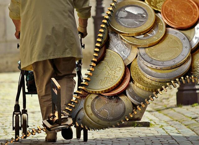 Alter Mensche mit Rollator und Geldbörse